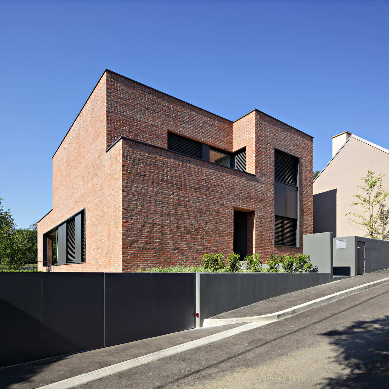 Built by dva arhitekta in zagreb croatia with date 2010 images by robert leš the house is designed for a young family who wanted to build a new home in