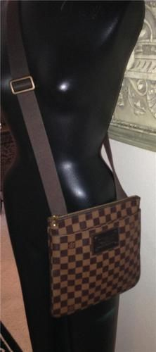 a76dab1d31b59a Auth Louis Vuitton Pochette Plate Brooklyn Damier Messenger Cross Body Bag  Purse - $750 on Ebay