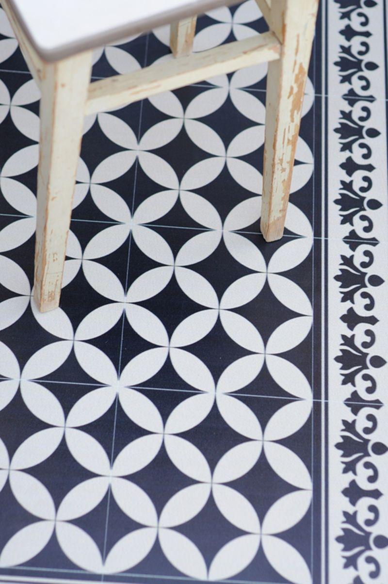 Come coprire un vecchio pavimento tappeti in vinile for Piastrelle vinile
