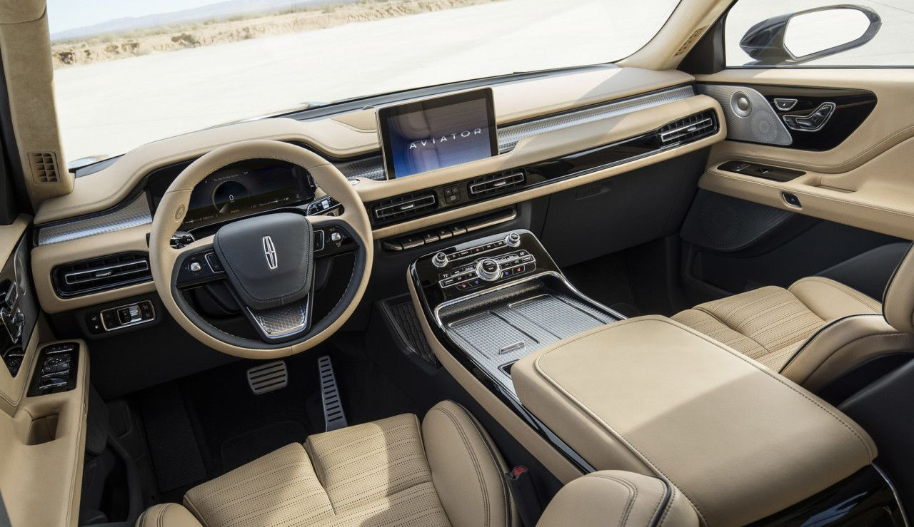 The New Lincoln Aviator Plugs Into Design And Technology Lincoln Aviator Best New Cars Lincoln Mkx