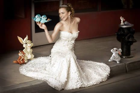 Cute way to incorporate a Disney princess into your pictures, if the bride is a Disney princess fan!   @Torre Siana (Ciani) Siana (Ciani) Linke