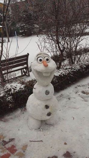 Bucket list - make a snowman (might or might not resemble Olaf!)