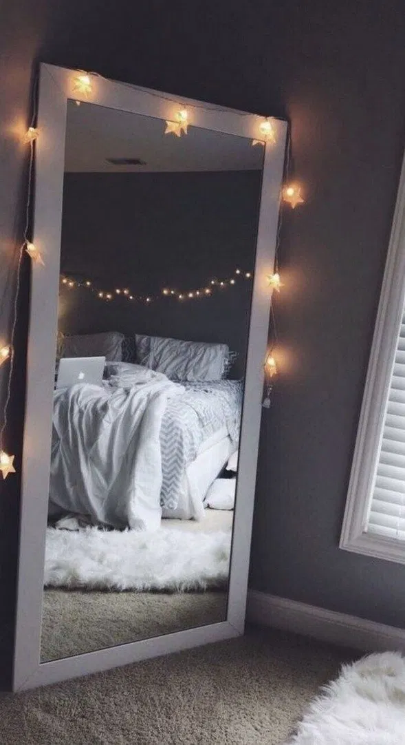 135+ beautiful diy fairy light for minimalist bedroom decoration 24 | terinfo.co #teenroomdecor