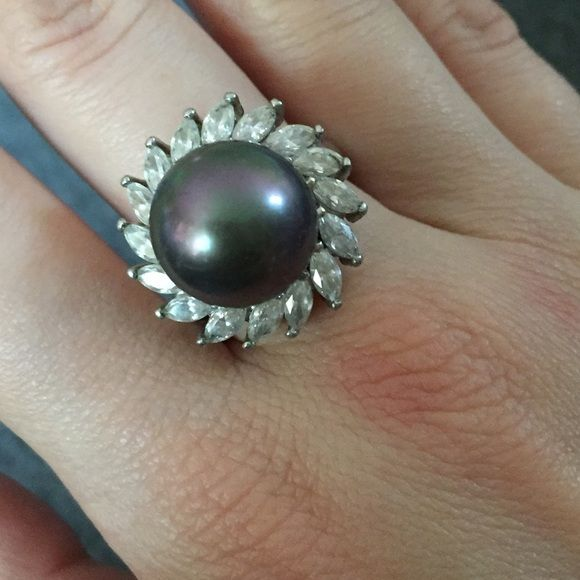 Vintage cocktail ring Vintage cocktail ring with large stone and surrounding crystal gems. No trades! Jewelry Rings
