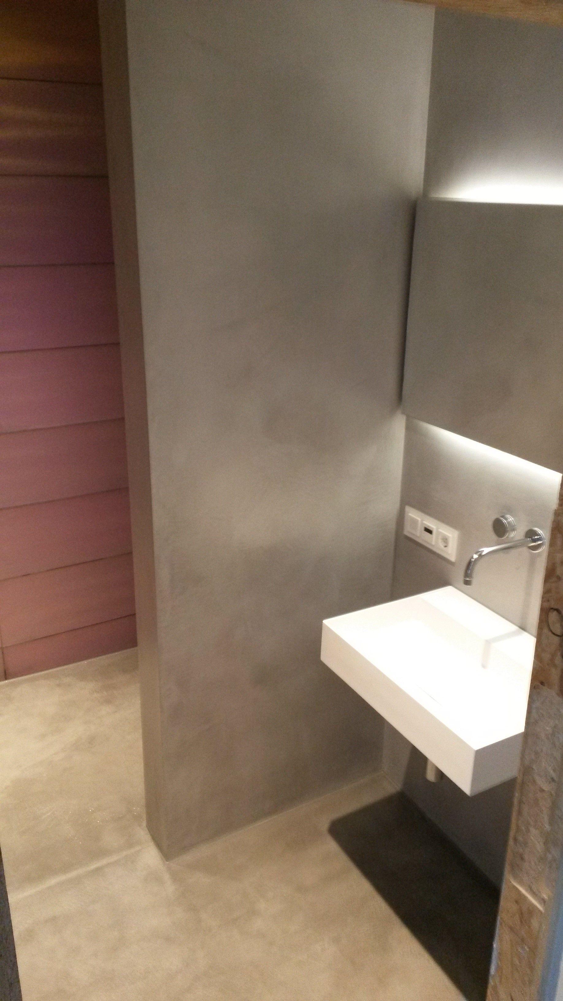 Spachteltechnik glasfliesen licht glas beton fugenlos betonoptik badezimmer betonoptik und - Bodenbelag badezimmer fugenlos ...