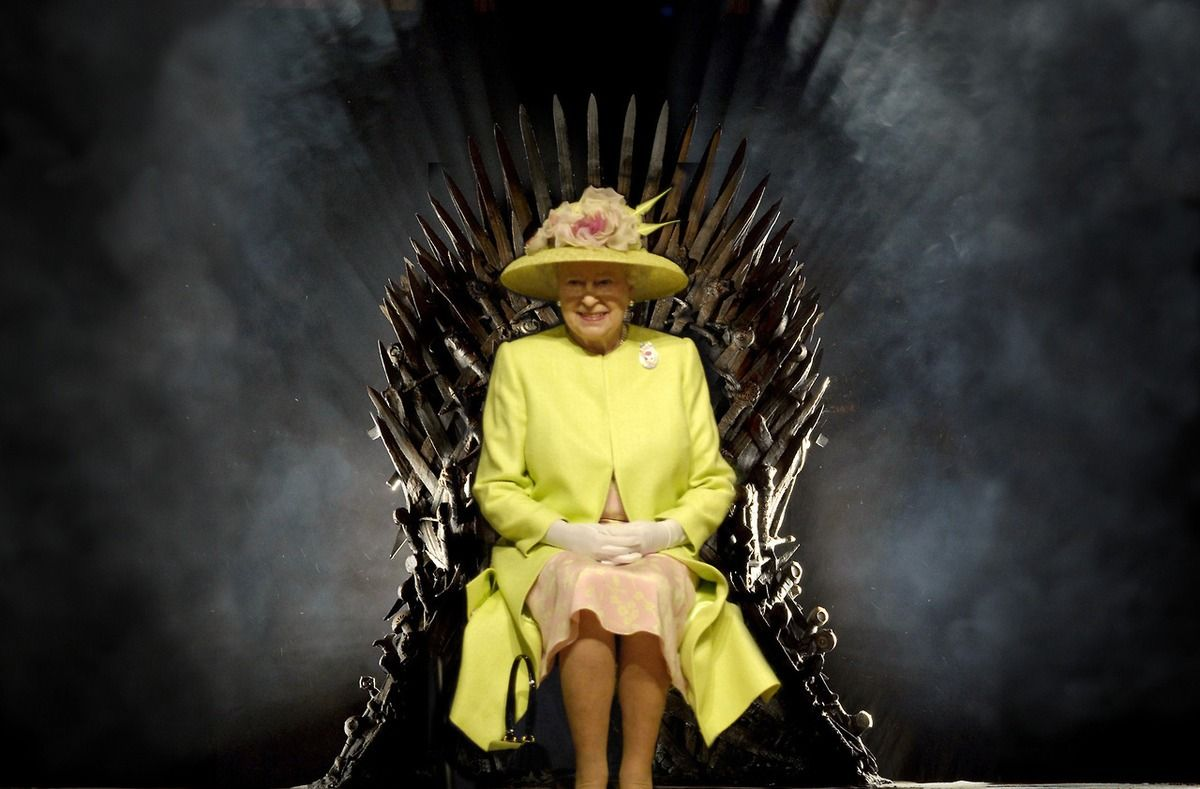 Queen Elizabeth Takes A Good Long Look At The Iron Throne Queen Elizabeth Iron Throne Game Of Thrones Set