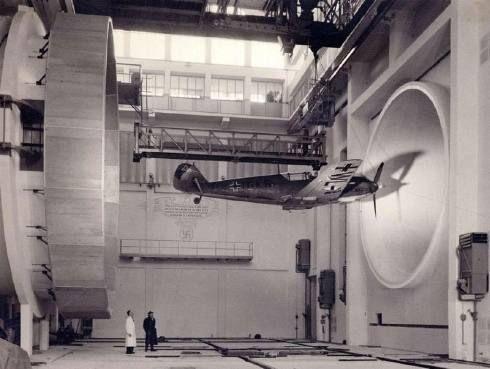 Los ingenieros alemanes que efectúen el ensayo Messerschmitt BF 109 E3.