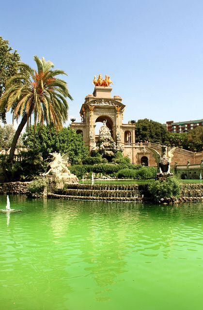 "Parc de la Ciutadella Barcelone .................... #GlobeTripper®   https://www.globe-tripper.com   ""Home-made Hospitality""   http://globe-tripper.tumblr.com/"