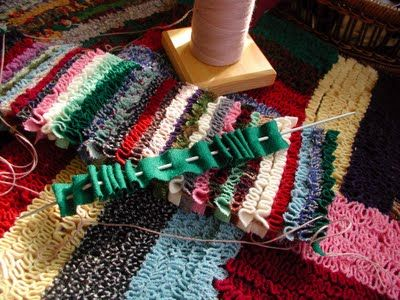 Pleachet Shirren Shirred Shirret Rugs Done In Straight Lines How To Make Vintage By Hand With Old Clothes Upcycle Your Rags Or Mill Ends