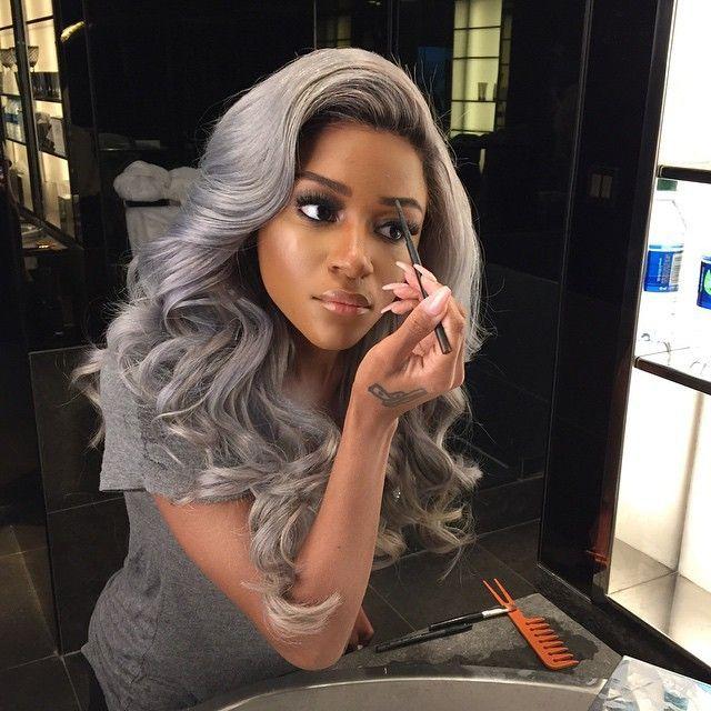cheveux gris peau mate