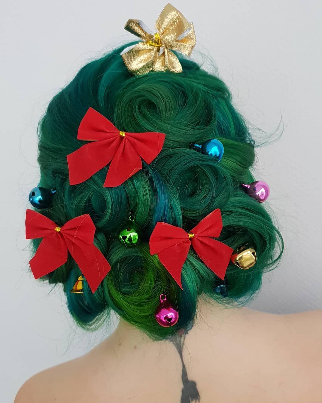 Stunning Christmas Hair In 2020 Christmas Tree Hair Wacky Hair Christmas Hair