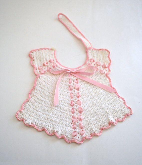 Vendimia de ganchillo bebé babero blanco con cinta de por Klassic ...