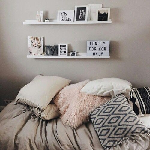 Cozy Bedroom Floating Shelves Bedroom Ideas Neutral Bedding Apartment Decorating College Bedroom Apartment Bedroom Decor Dorm Room Decor