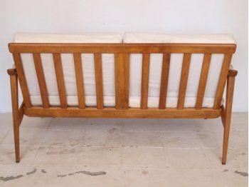Dise o escandinavo sof va de retro mobiliario for Muebles industriales retro