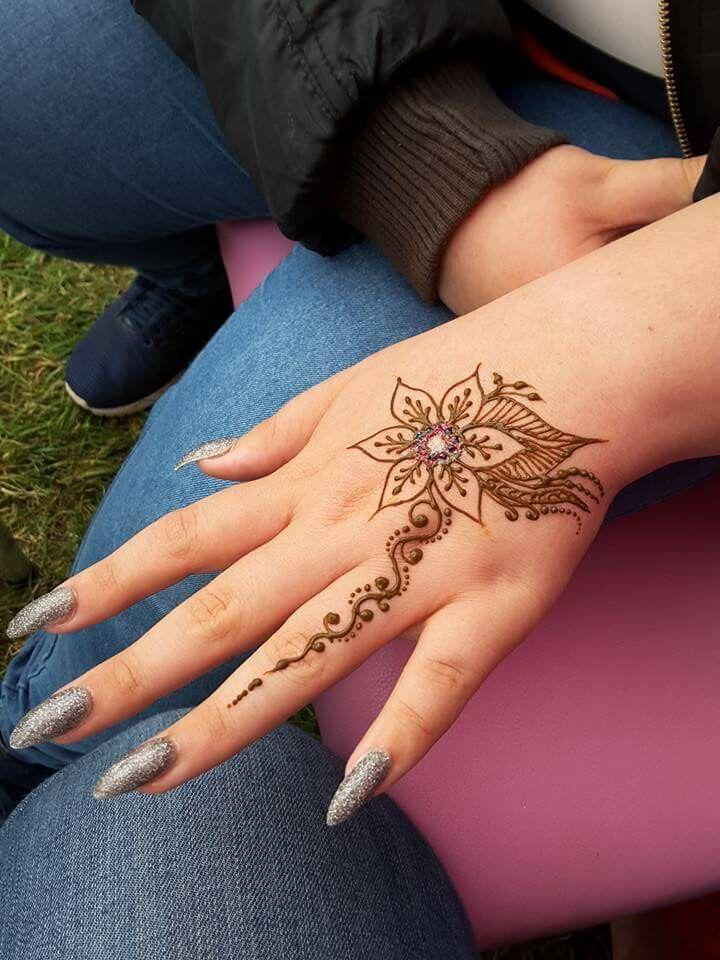 Pin By Angela Terrell On Things I Like Henna Tattoo Hand