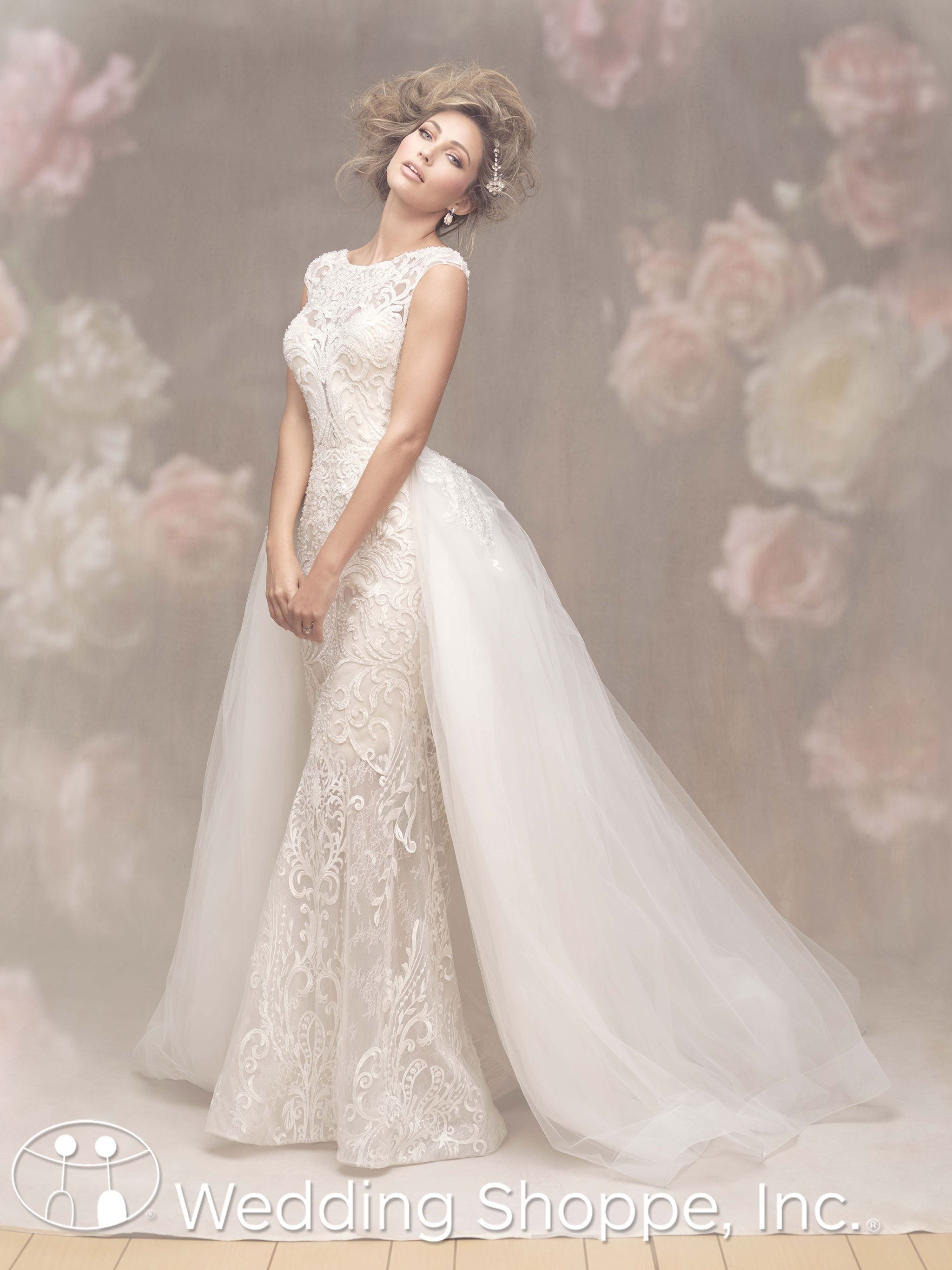 This 2018 Allure wedding dress features a beautiful