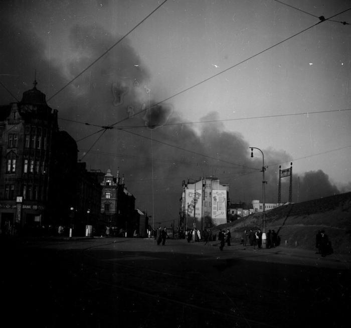 1945 bombardování Vysočan z Palmovky