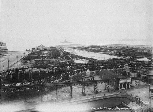 Esta foto já é de 1924.  A maior parte do desmonte do Morro do Castelo foi feita…