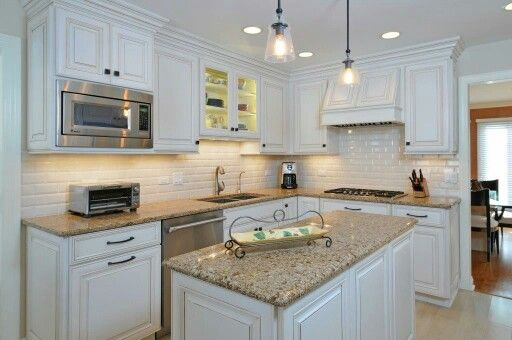 Holiday Kitchen Cabinets Finish In Snowdrift With Mink Wash Small Space Kitchen Kitchen Kitchen Projects