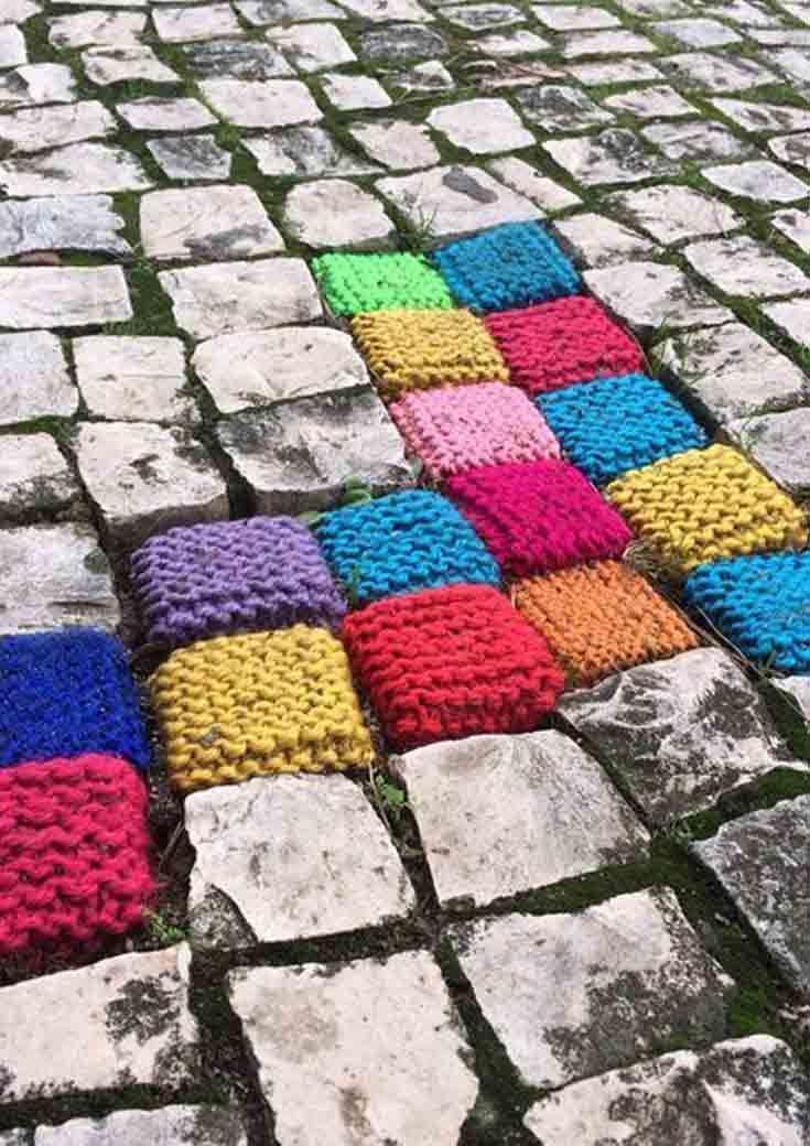 Guerrilla knitting, la street art delle casalinghe   Guerrilla, Yarn ...