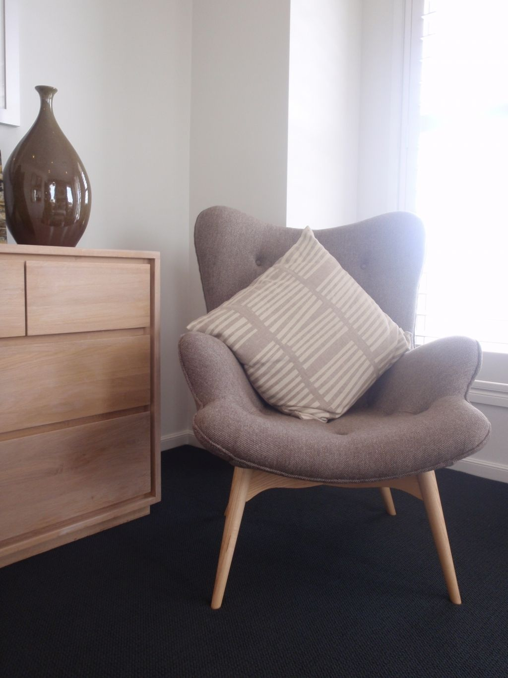 Comfy Chairs For Small Spaces Decorating Ideas
