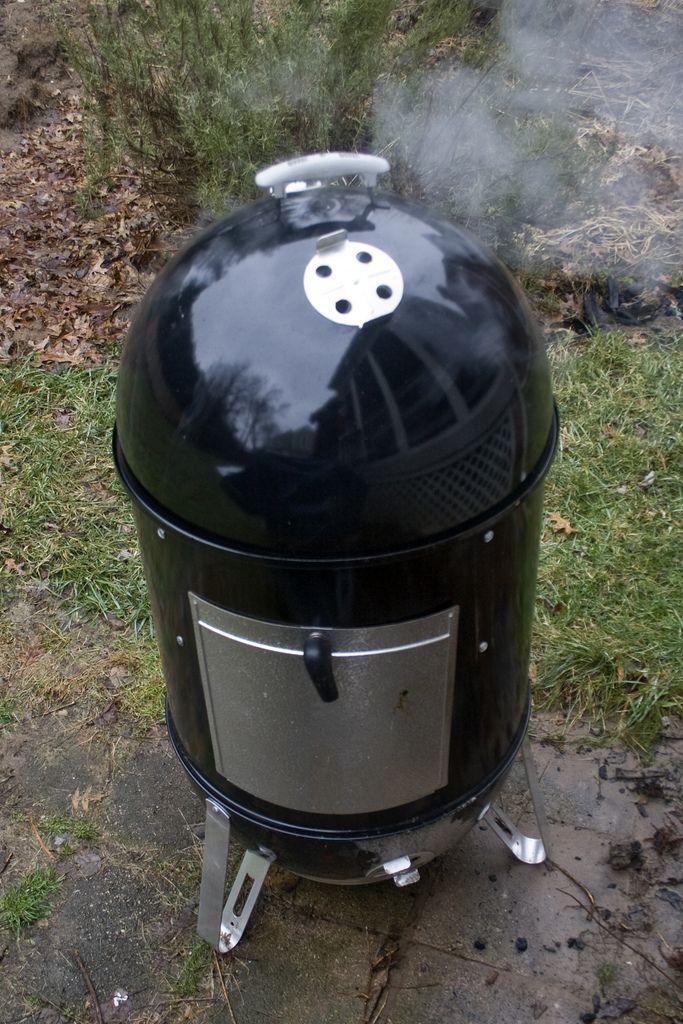 How To Use A Charcoal Smoker Charcoal Smoker Charcoal Smoker Recipes Charcoal Grill