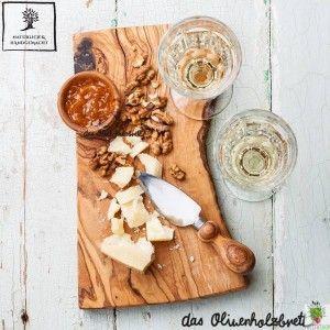 #Rustikales #Frühstücksbrett aus #Olivenholz im #Naturschnitt #olivewood #olive #wood #olive wood #cutting #board #cutting board #snack #cheese #knife