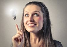 """Hvad gør man, når man hele tiden får nye idéer? By Tine Marcher Som kreativ er det nemt at få nye idéer. Nogle gange kommer de så hurtigt efter hinanden, at man kan blive i tvivl om, hvilke man skal forfølge, og hvilke man skal lade ligge. Så hvad kan man egentlig gøre for at sikre sig, at det er den """"rigtige"""" idé, man går efter? Det er […] - See more at: http://www.creatur.dk/blog/#sthash.7FMTtczi.dpuf"""