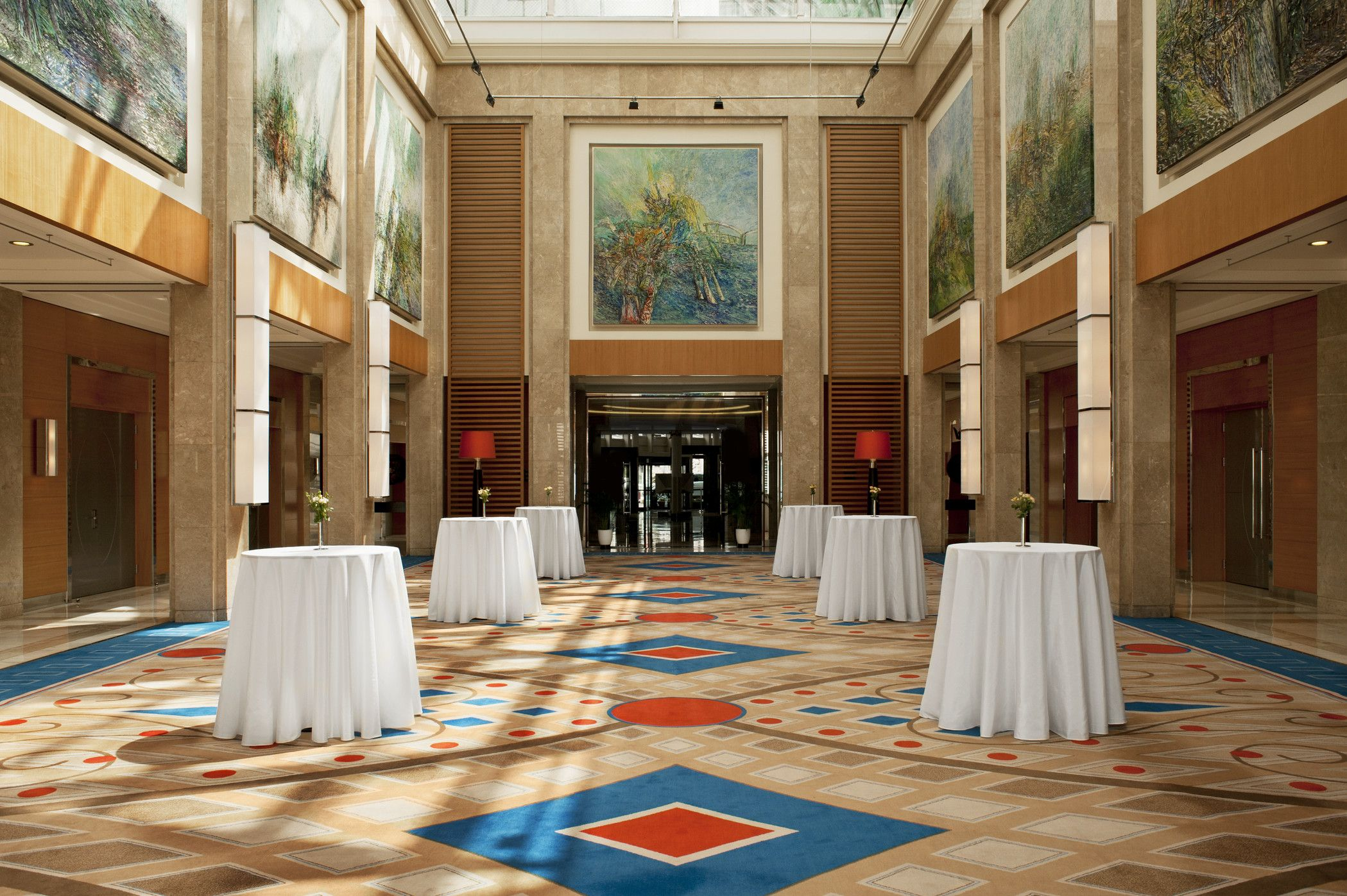 The Tulipia Ballroom features a foyer and four meeting rooms, and has been recently renovated with a contemporary décor.