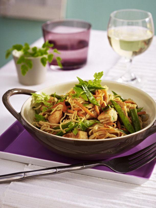 Hähnchen-Gemüse-Wok mit Asia-Nudeln | Rezept | Rezepte ...