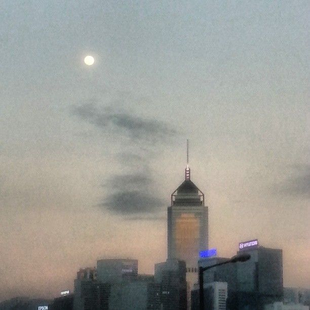 Moon rise over central plaza hk  Photo by agnes2912