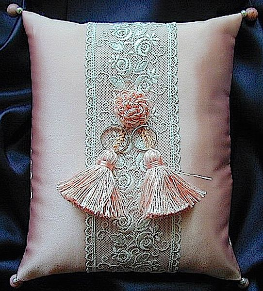 ateliersarah's ring pillow/tulle lace &pink tassel