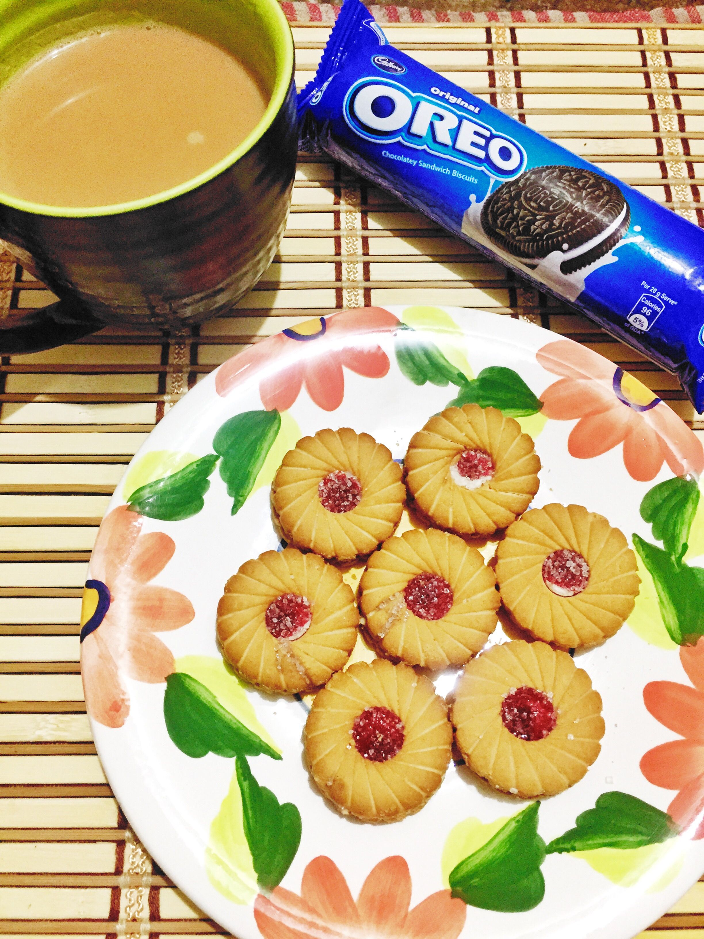 cookie and tea time ! I love Jim Jam and Oreo !! | Foodie