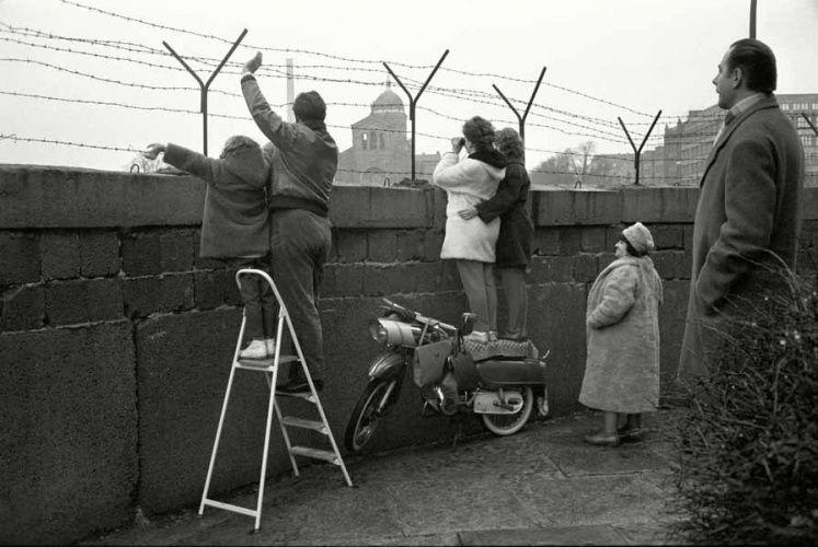 Max Scheler An der Mauer, Berlin, Kreuzberg 1963 | La Vida ...