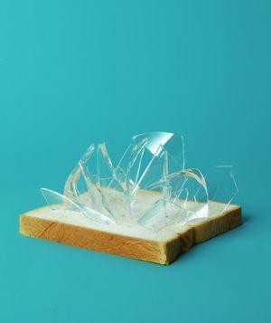 Pour nettoyer des d bris de verre sans difficult et sans - Nettoyer une table en verre sans trace ...