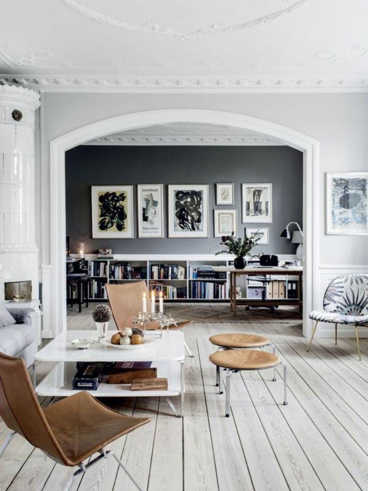Wohnzimmer mit Dielenboden Designklassiker Stühle Interieur - wohnzimmer mit offener küche gestalten