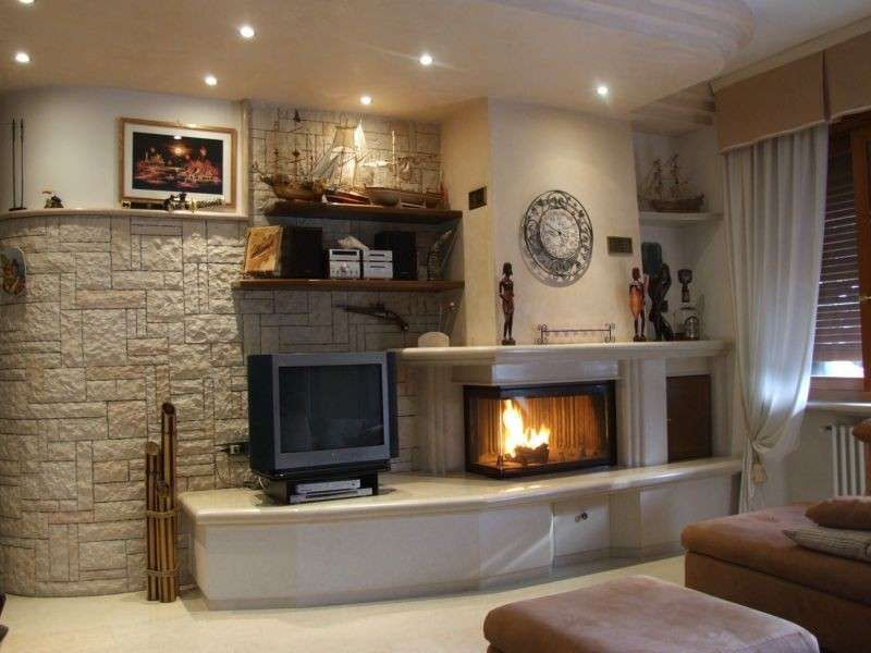 Camini in pietra da rustici a moderni | camini | Living room decor ...