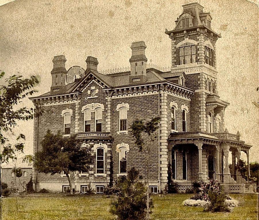 106 N Vine St Abilene Ks 67410 Zillow 0 0 Victorian Houses