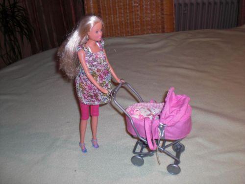 barbie kinderwagen das baby und die schwangere mutter gibt es nat rlich auch dazu. Black Bedroom Furniture Sets. Home Design Ideas