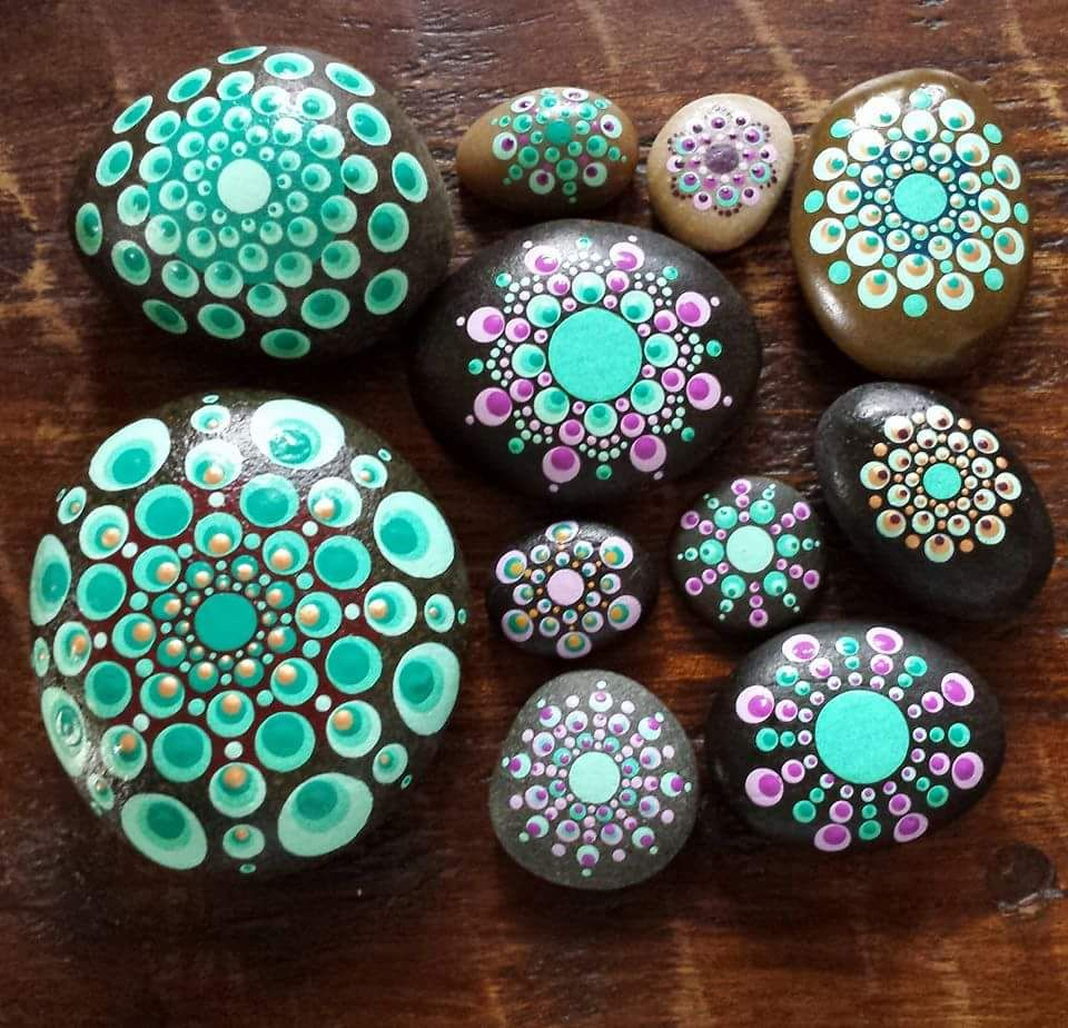 pingl par nina golianov sur pebbles and stones mandalas 3 pinterest galets cailloux et. Black Bedroom Furniture Sets. Home Design Ideas