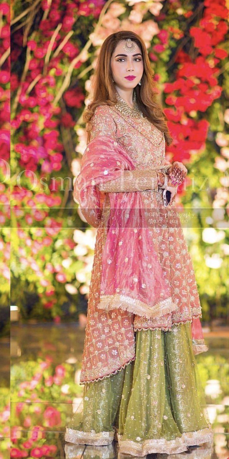 Brides Sister At The Mehndi Pakistani Bridal Dresses Pakistani Fashion Party Wear Shadi Dresses