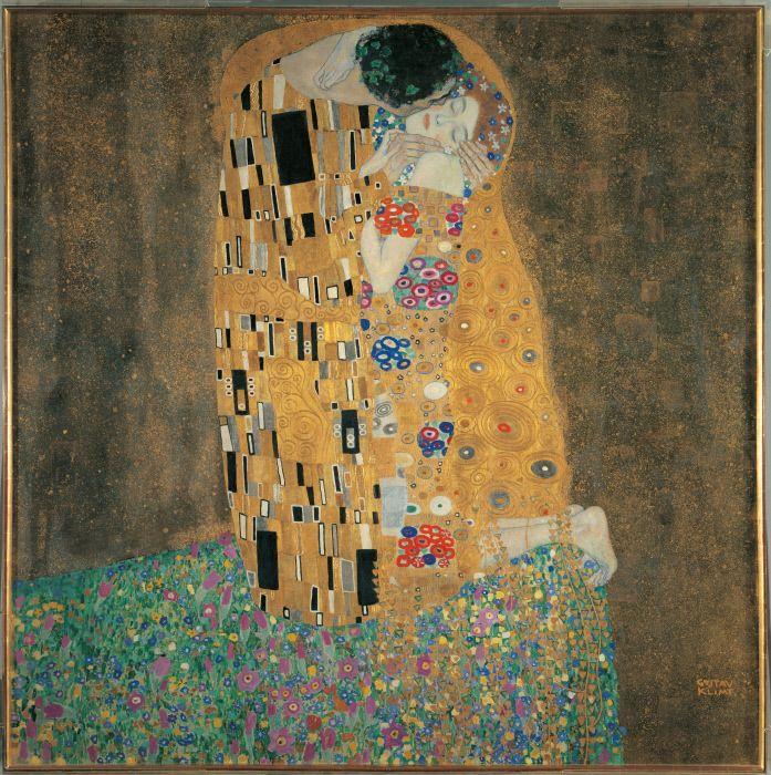 Austria, Wien, sterreichische Galerie. All. Red gold green kiss hands meadow face dress garment golden man woman. MONDADORI PORTFOLIO