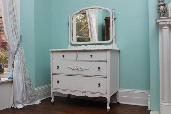 Best This Is A Beautiful Vintage Dresser Professionally Painted And Distressed In White With A Va 400 x 300