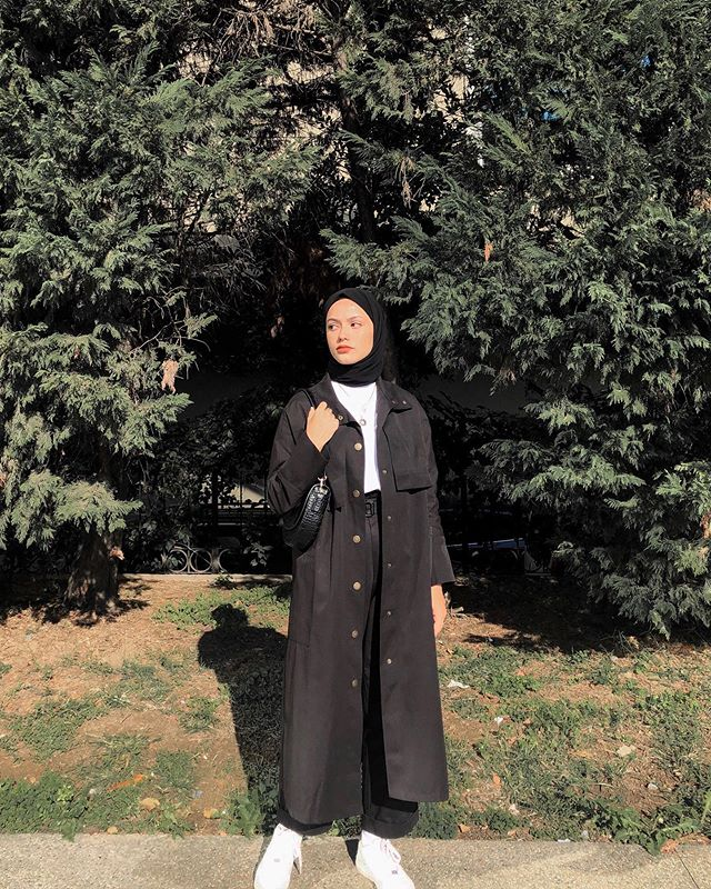 "Photo of Ayşenur Coşkun on Instagram: ""@esrakeskindemir faintly wore🖤"""