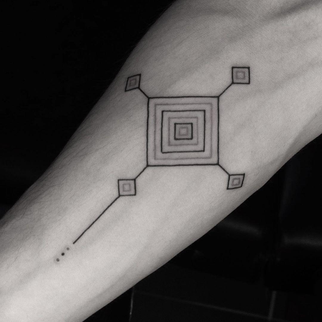 Este es para mi nuevo compadre y tocayo Miguel, el visita bastante seguido Real de Catorce... Aunque ambos no nos sentimos preparados para un nuevo estado de conciencia, nos sentimos identificados con esta cultura. Este es el ojo de Dios de la cultura Huichol. . . . Sencillo pero bien puesto. Muchas gracias Miguel. . . .  #nauyaca_ttt #tatuajesenmexico #tatuadoresmexicanos #inkjunkeyz #tattoolover #blackwork #art_spotlight #tattoo_artwork #tattoo_art_worldwide #blacktattoomag #inklife #tattoocdm