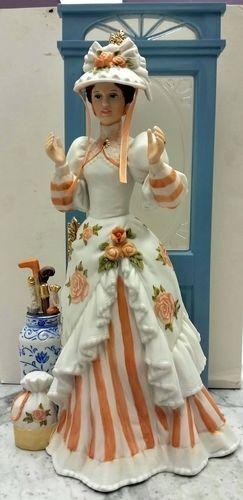 1993 Avon Mrs Albee President S Club Award Full Size Porcelain Figurine Avon Porcelain