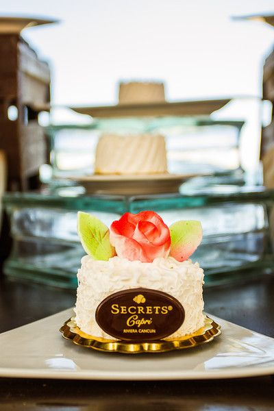 Each guests can have their own mini cake at #SecretsCapriRivieraCancun #Mexico #DestinationWedding