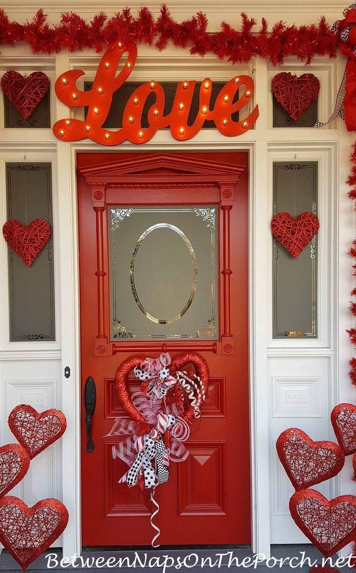 Valentine S Day Decorations Decorate The Porch Front Door And A Tree