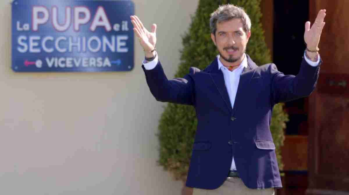 Rivediamo In Streaming La Prima Puntata De La Pupa E Il Secchione 2020 In Onda Ieri Sera 7 Gennaio Il Video Mediaset Completo Con Secchione 7 Gennaio Video