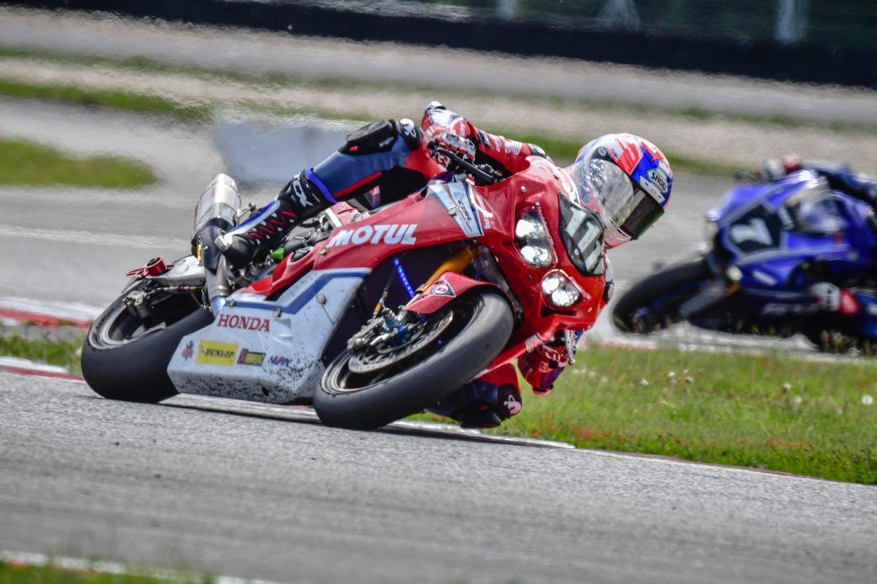 Honda Endurance Racing Overcomes Tricky Slovakia Ring Conditions To Come Home Eighth Randy Endurance Honda Hondacbr1000rrfire Honda Racing Motorcycle News